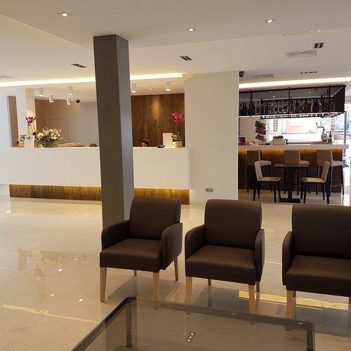 recepcion4 Perla Hotel