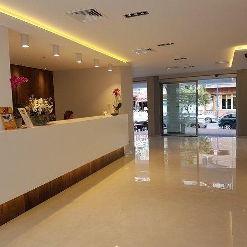 recepcion3 Perla Hotel