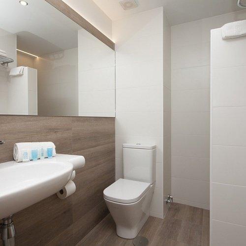 Bathroom Perla Hotel