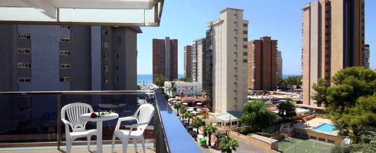 Twin room with  pool view perla hotel benidorm