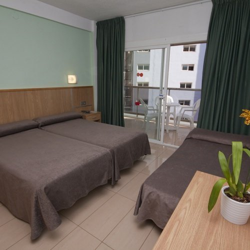 Triple room Perla Hotel
